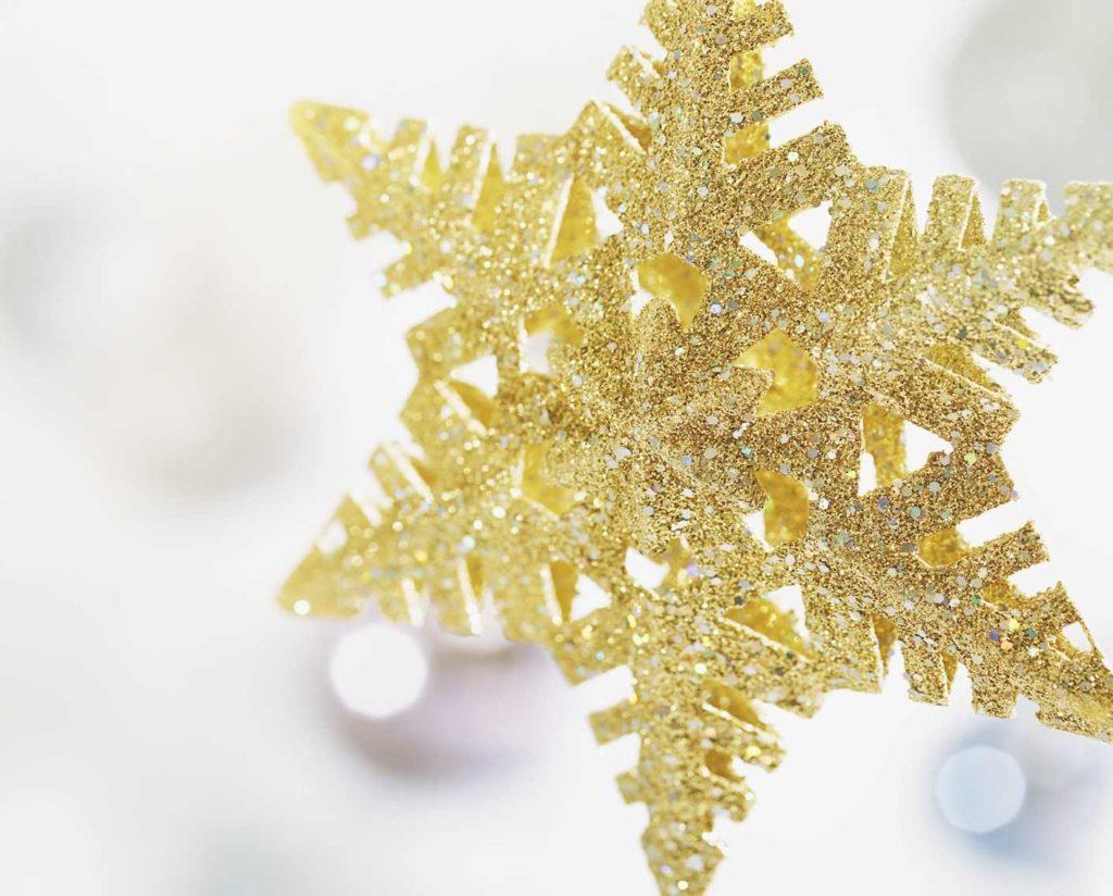 color dorado en navidad