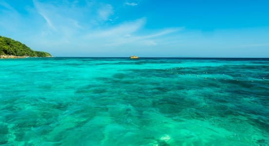 de que color es el mar